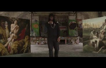 Youssoupha dans un clip tout en peinture