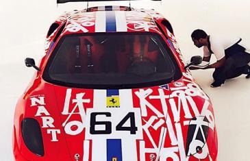 RETNA customise une Ferrari pour le compte d'une galerie