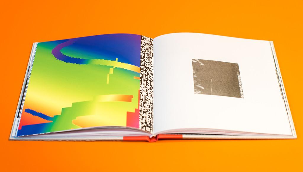 RaceFlag_Art_book_by_Felipe_Pantone_Omar_Quinones-The-Grifters-Publishing-wankrmag4
