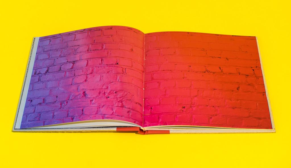 RaceFlag_Art_book_by_Felipe_Pantone_Omar_Quinones-The-Grifters-Publishing-wankrmag6