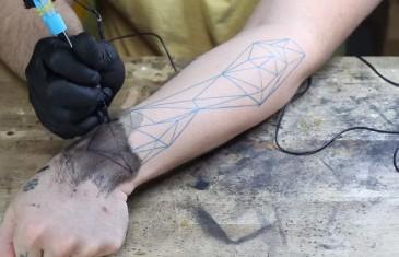 Sparkfun propose une machine à tatouer en kit à imprimer en 3D